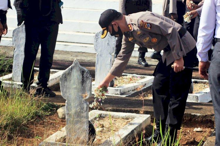 Kenang Jasa Para Pahlawan, Kapolres Belu Pimpin Anggota Ziarah dan Tabur Bunga Jelang Hari Bhayangkara ke 74