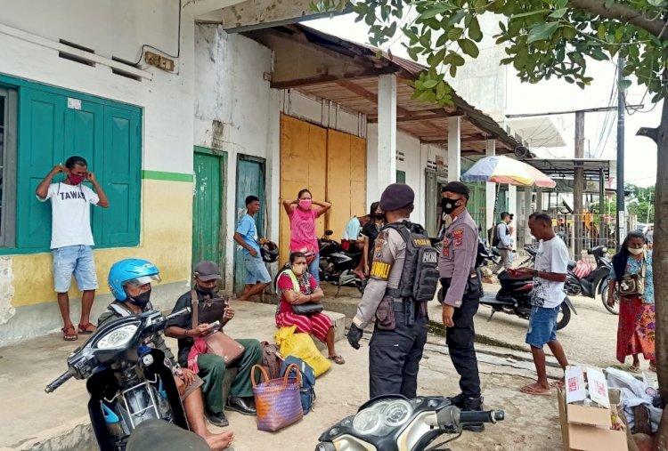 Patroli Dialogis, Anggota Samapta Polres Belu Imbau Warga Jaga Kamtibmas dan Patuhi Prokes Covid-19