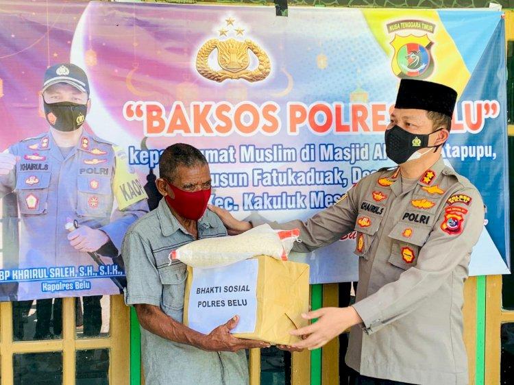 Safari Ramadhan, Kapolres Belu Salurkan Paket Sembako Untuk Warga Muslim di Desa Jenilu