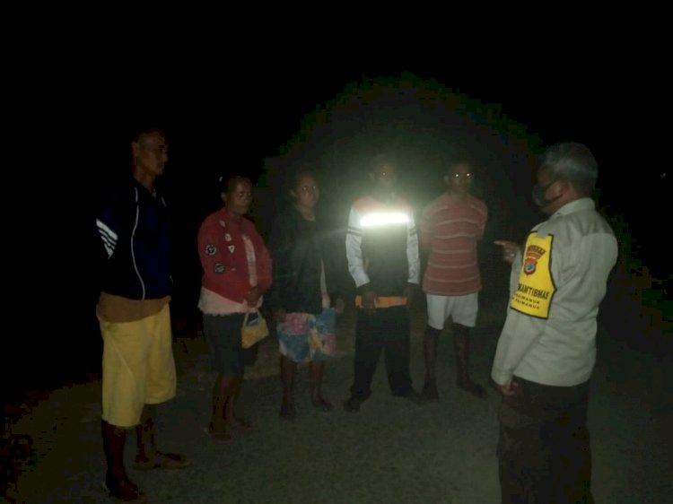 Jaga Kamtibmas dan Patuhi Prokes Covid-19, Pesan Piket SPKT Polsek Raimanuk ke Warga Dusun Funeno