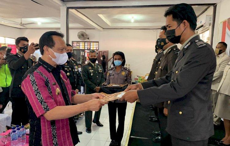 Tekun dan Berprestasi, 10 Personil Polres Belu Terima Reward di Momen Syukuran Hari Bhayangkara ke 75