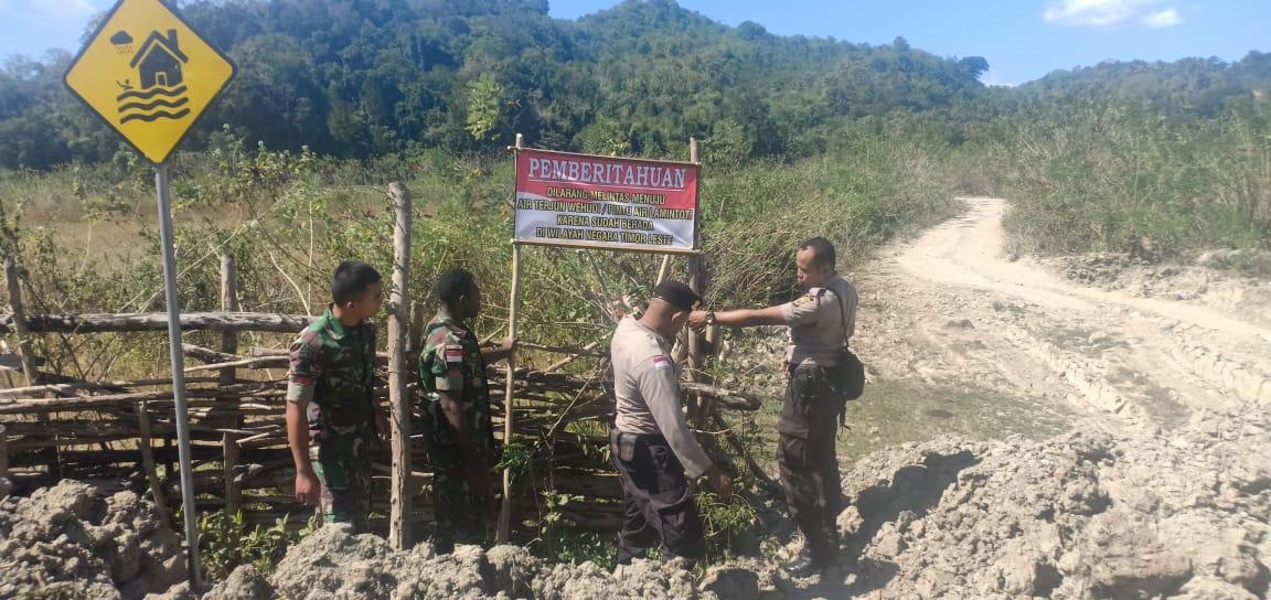 Lewat Spanduk Imbauan, Aparat Polsek Tasifeto Timur dan Satgas Pamtas Larang Warga Berwisata ke Air Terjun Wemata Timor Leste