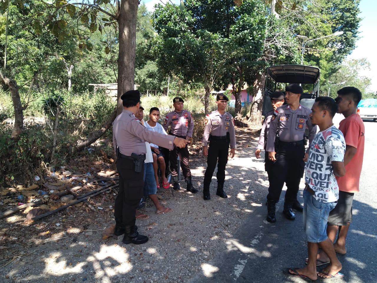 Pimpin Patroli Dialogis, KBO Sabhara Polres Belu dan Anggota Sambangi Anak Muda Beri Imbauan Kamtibmas