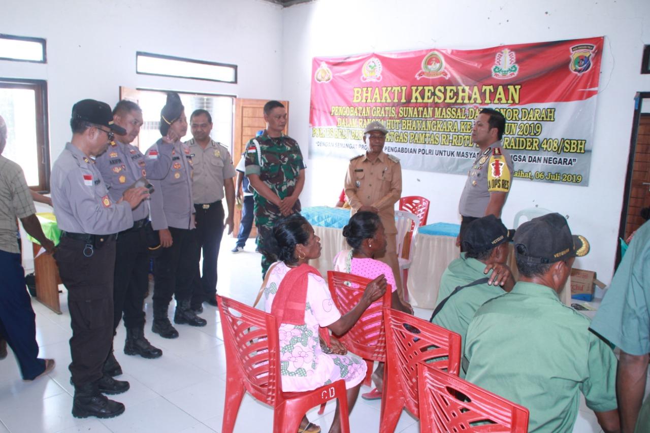 HUT Bhayangkara ke 73, Polres Belu dan Satgas Pamtas Yon Raider 408/SBH Gelar Bakti Sosial di Tapal Batas