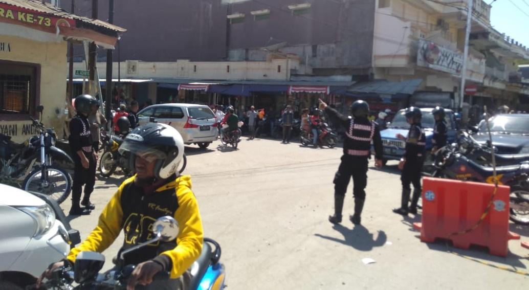 Temui Kemacetan Saat Patroli, Anggota Turjawali Sabhara Polres Belu Turun Atur Lalu Lintas
