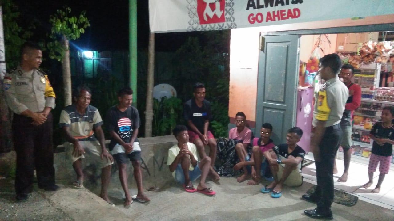 Patroli di Dusun Borotetuk, Anggota Polsek Tasifeto Timur Imbau Pemuda Jauhi Miras dan Judi